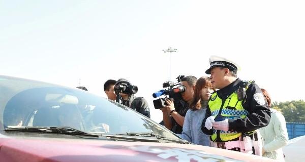 佛山:严查高速驾乘车辆不系安全带 后排不系也将开罚