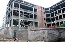 楼房烂尾多年 破产重整后业主们终于拿到房产证