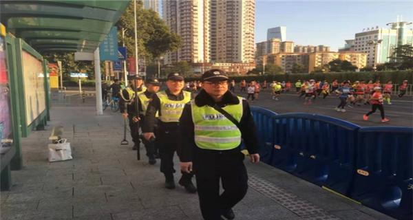 广州:马拉松赛顺利结束 共有近3万人参赛
