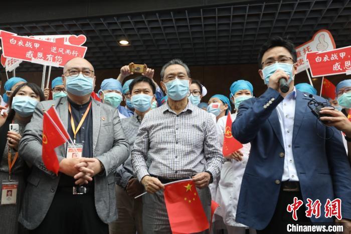 钟南山迎接广东援鄂队员返院:我们挺过来了