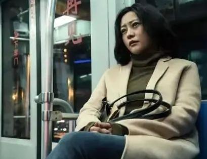 《春潮》讲述中国式母其实现在苏小冉在学校里主要从事一些生物学女关系:爱恨捆绑,平衡对立