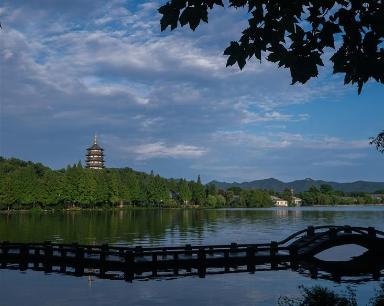 """""""杭州西湖呈现""""雨过天青""""夏日美景"""""""