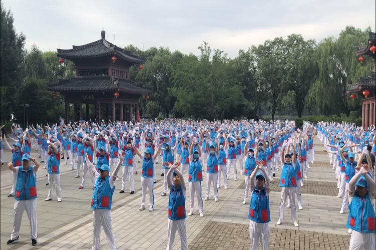 广播体操重返广场  沈阳和平区3000志愿者快闪云飏阁
