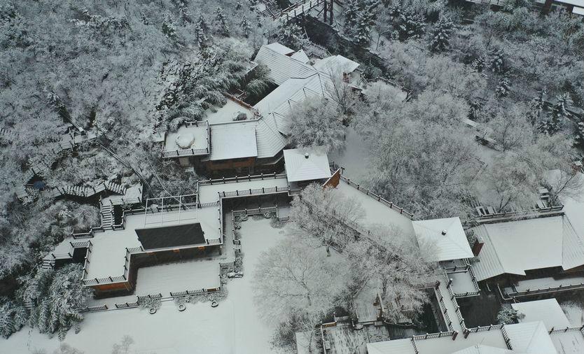 大雪降临,济南九如山宛如童话世界
