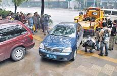 陕牌照车辆在西安挡路或占消防通道 市民可拨114联系车主挪车