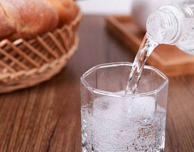 苏打水首选天然的