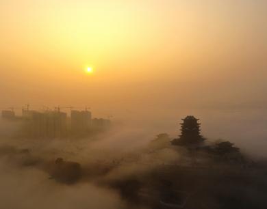 铅山:航拍云雾围城迷人