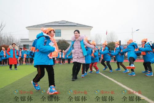 淮北:爱心志愿 情暖贫困儿童
