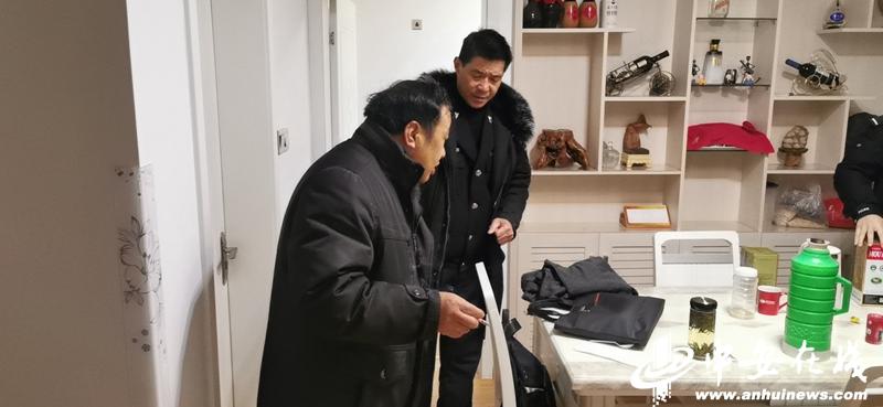 """为了28万拖欠款 宣城执行干警十八般武艺斗""""老赖"""""""
