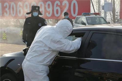 """走进哈尔滨""""四门落锁""""的哈阿检查站,看这里的冰城警察发生了什"""