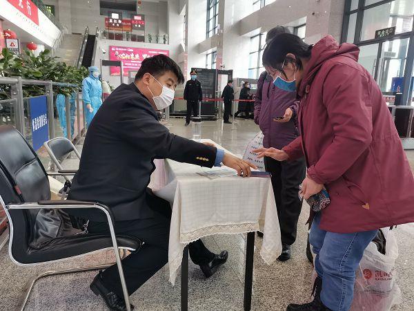 战疫|安庆火车站工作人员潘磊的一天