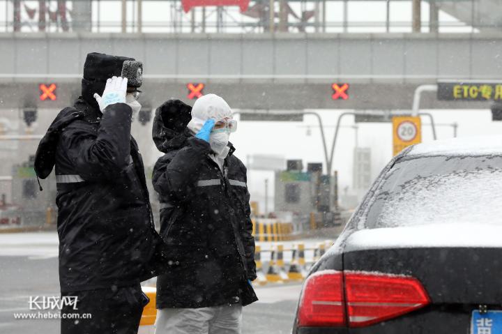 """沧州战""""疫""""·一线写真:寒地冷"""