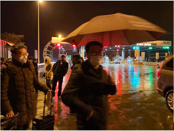 凤城街道:专人专车接领 保障返莱复工人员健康返岗