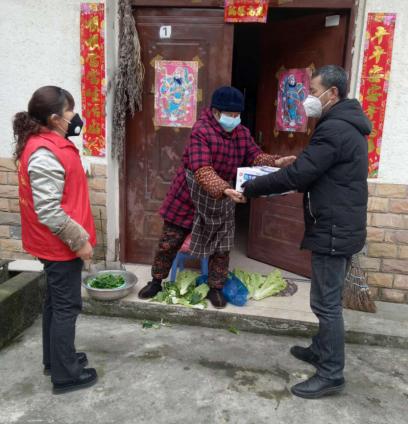 """都江堰青城山镇""""三心""""服务特殊群体,防疫关爱两不误"""