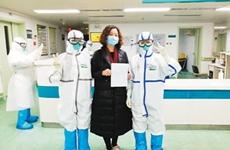 """武汉一医生感染新冠肺炎 陕西天使让她""""重获新生"""""""