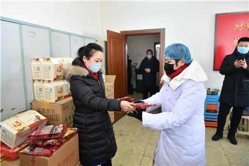 """暖心回报徐延梅:数千斤""""八珍""""副食送往抗疫一线"""