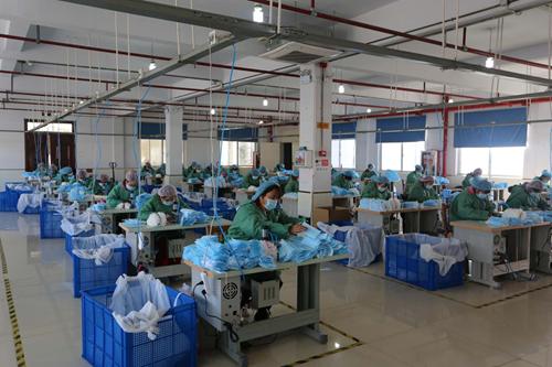 安徽怀远:小小口罩厂 扶贫帮大