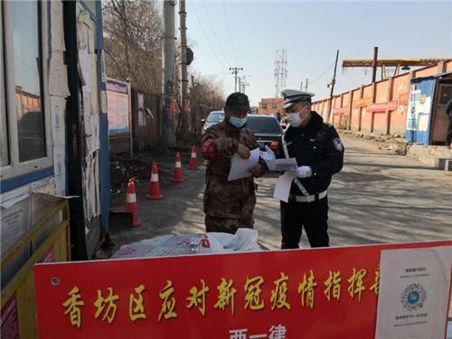 冰城交警宣传进村屯 警民携手保平安