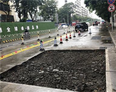 海口西沙路一路面塌陷!工作人员:正抢修,6天后即可修复
