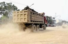 将建筑垃圾交由无资质车辆运输 公司被罚30000元