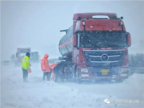 齊齊哈爾:暴雪中無畏逆行 戰雪