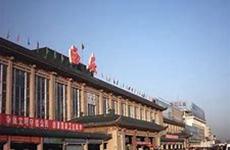 西安火车站近期进行外立面提升施工 乘客进站流线有变化