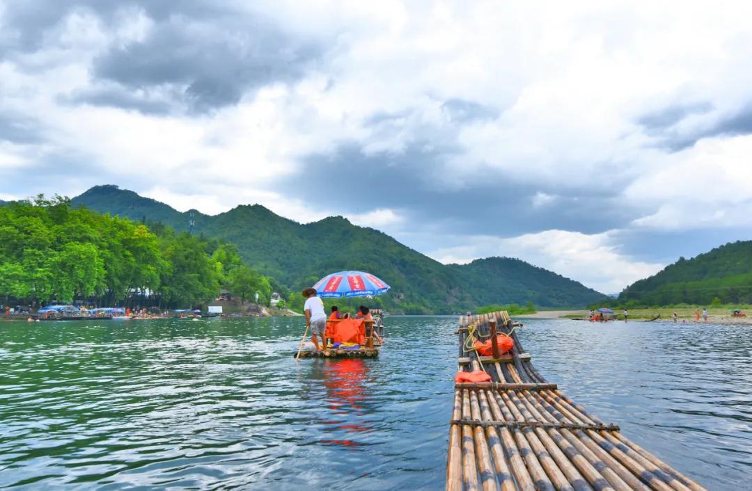 西峡石门湖:自驾露营+苗族风情表演+桑葚采摘