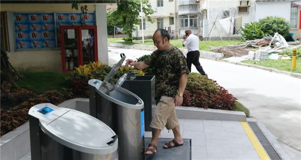 """深圳首个社区地埋式垃圾桶竣工 具备多项智能功能""""class="""
