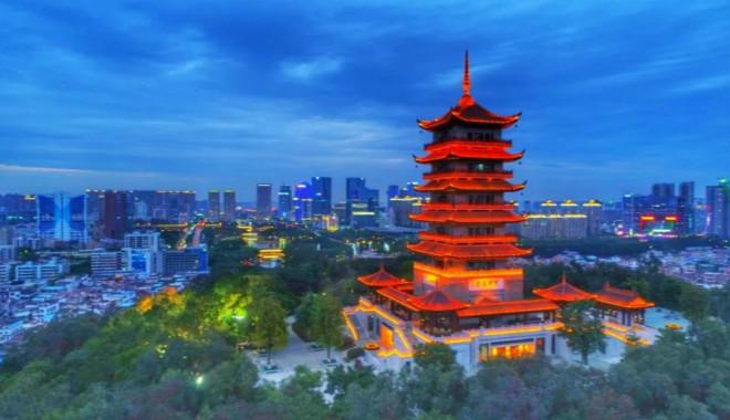 被广州、深圳光芒掩盖,这个城市一直被低估