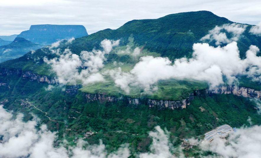 最美悬崖村:大渡河大峡谷上二坪村