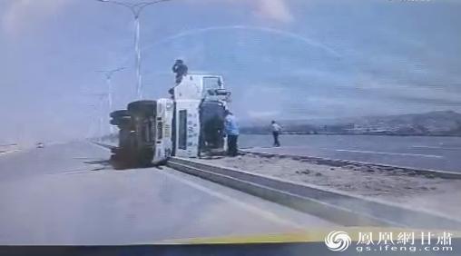 施救现场画面行车记录仪截图