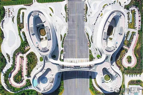 """兰州新区综合保税区的标志性建筑""""蝴蝶楼"""""""