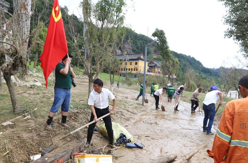 景德镇昌南新区:追着洪水清扫消