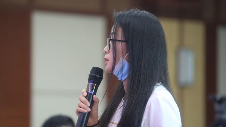 江西卫视提问(图片由 王雨琳摄)