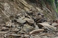 安康多个县区出现山体滑坡塌方致使多条道路中断
