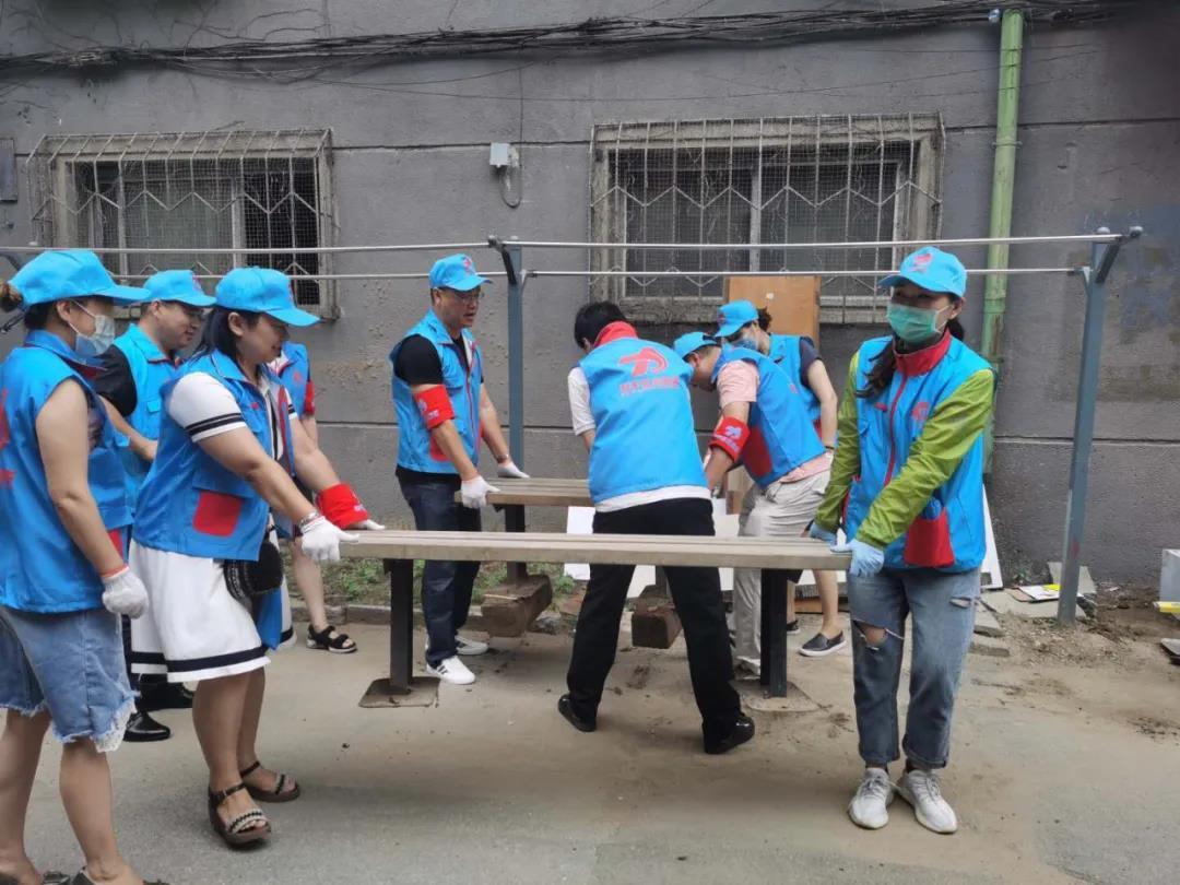 沈阳市和平区新联会为图们社区居民送凉凳