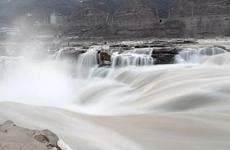 受上游洪峰影響 陜西黃河壺口瀑布景區于5日11時閉園