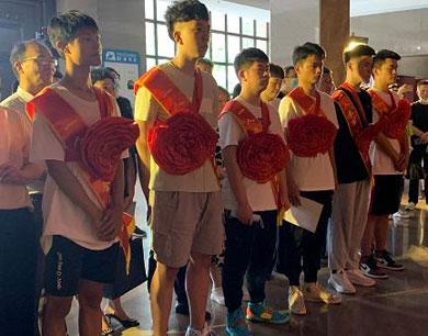 南昌6名学子被录取为空军飞行学员