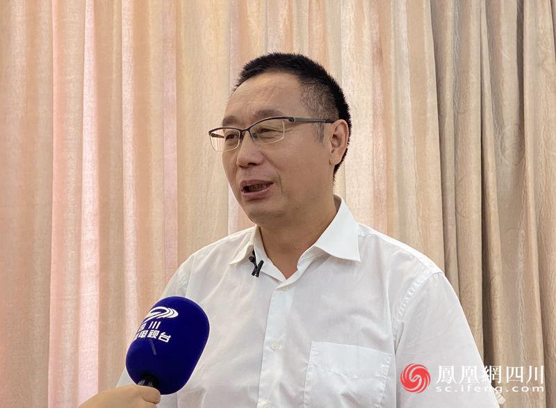 青羊区委书记戴志勇接受媒体采访