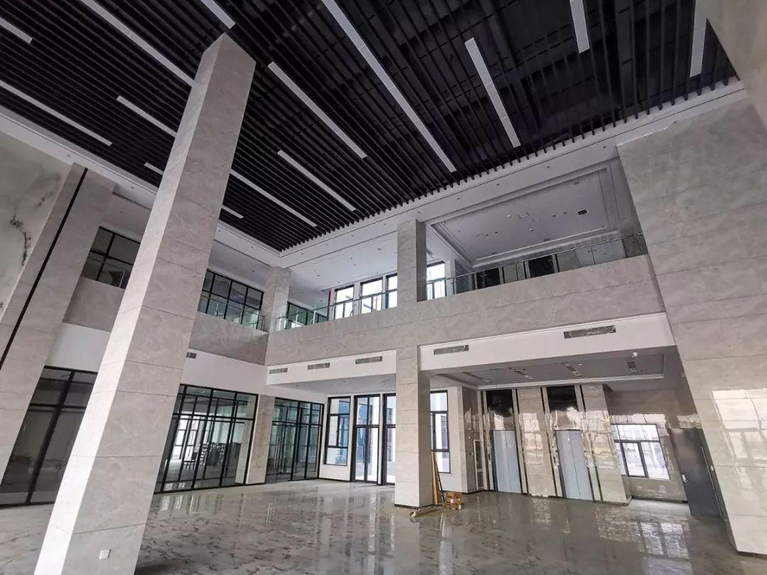 建筑倒圆角,增强形体的连续性,圆润性.