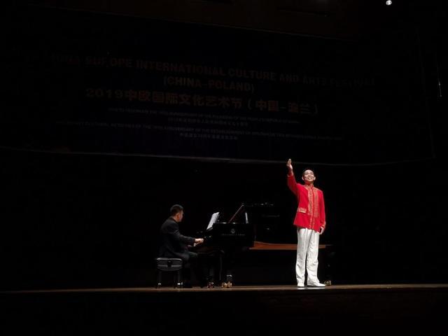 王国斌一身警服唱响国际舞台 荣获中欧国际声乐大奖