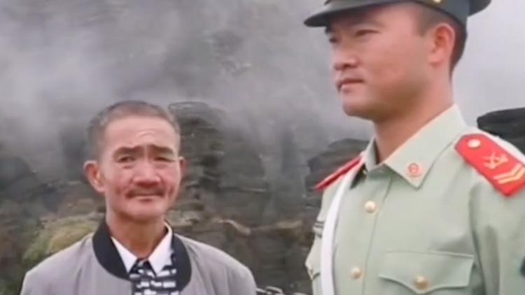父亲长假看望执勤儿子 最后转身一抱让人看哭了