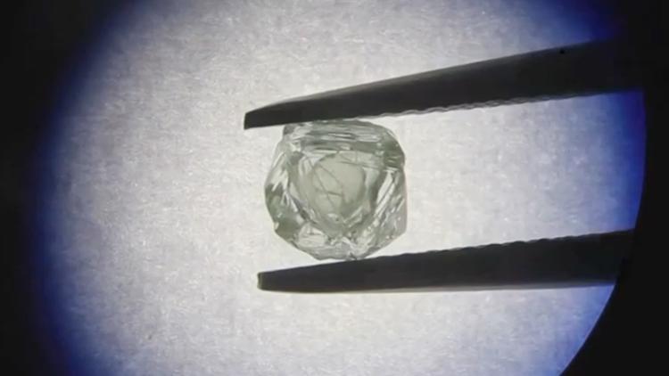 """钻石开采史首例!矿业工人发现俄罗斯""""套钻"""""""