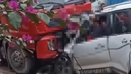 3死4伤!宜宾一小车与大货车迎面相撞 一女子被夹现场惨烈