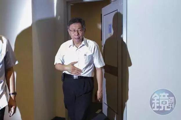 """三�Y�x""破局、掉粉10�f 柯文"