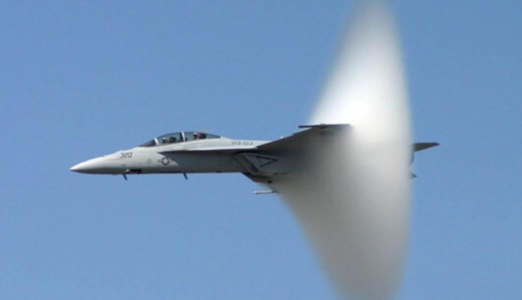 """歼20""""新眼镜""""性能比F35强6倍 50公里外发现F22"""