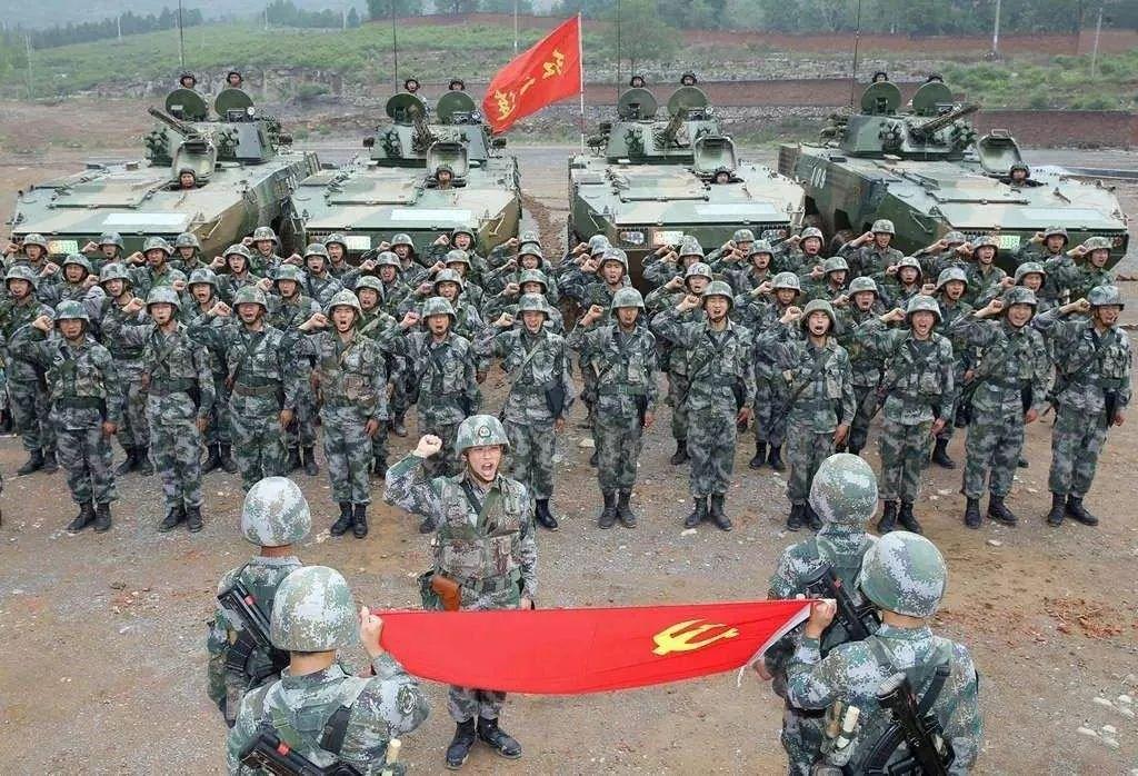 """中国""""大八轮""""部队山寨美军斯特赖克?谣传,二者有天壤之别"""