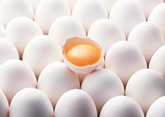 这个健身教练有点厉害,为增肌每天狂吃40个鸡蛋!到底应该怎么吃呢?