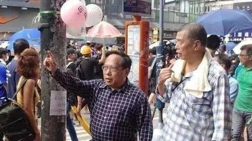 """""""祸港四人帮""""何俊仁:开会看艳照 为邪教提供接济"""