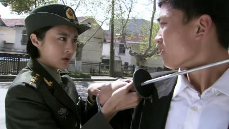 特种兵:女兵看见混混打架出手阻止,不料对方是在拍戏,尴尬了